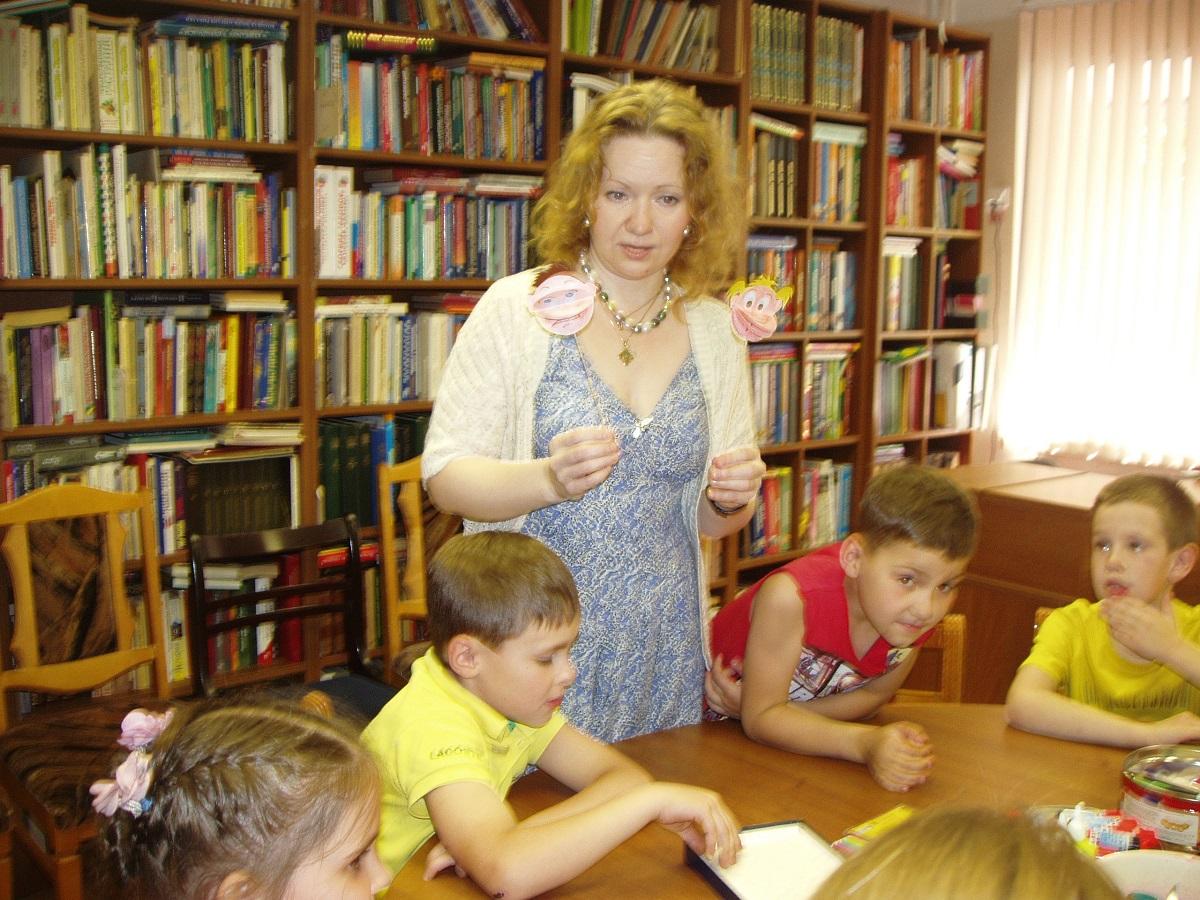 20 июня 2016 года в Детской библиотеке мастер по художественному творчеству Мария Валинская провела интересное занятие на тему эмоций человека.
