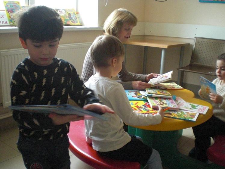 Читаем детям в детской поликлинике