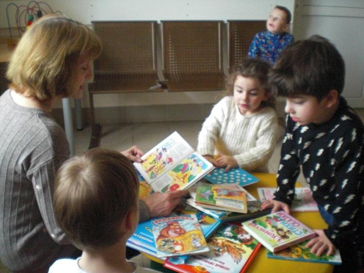 Читаем детям в детской поликлинике_1