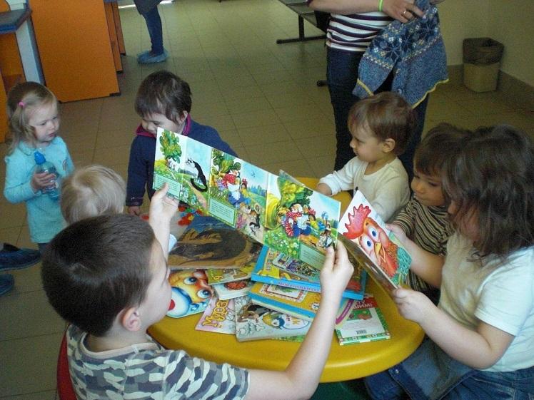 Читаем книги в поликлинике_май_8