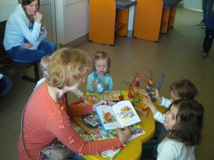 Читаем книги в поликлинике_май_10