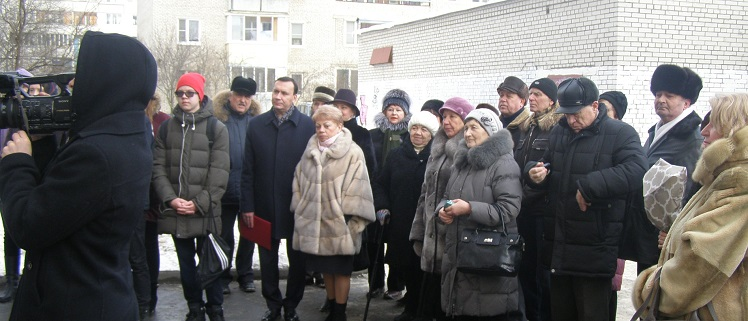 Церемония открытия памятной доски Ю.В. Петрову