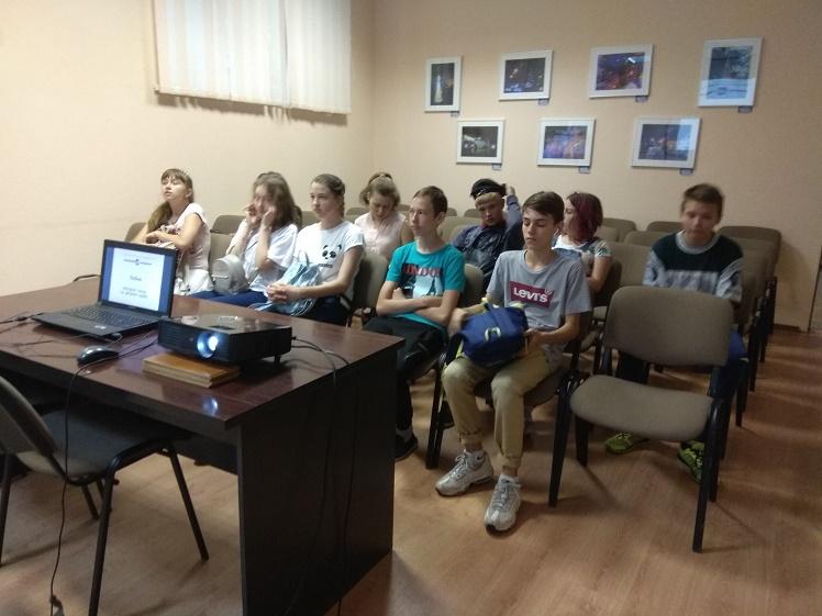 Беседа по краеведению для воспитанников АНО ЛУЦ в Центральной библиотеке