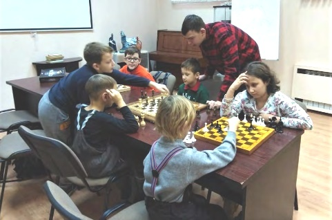 Шахматный клуб многодетных мам - Центральная библиотека