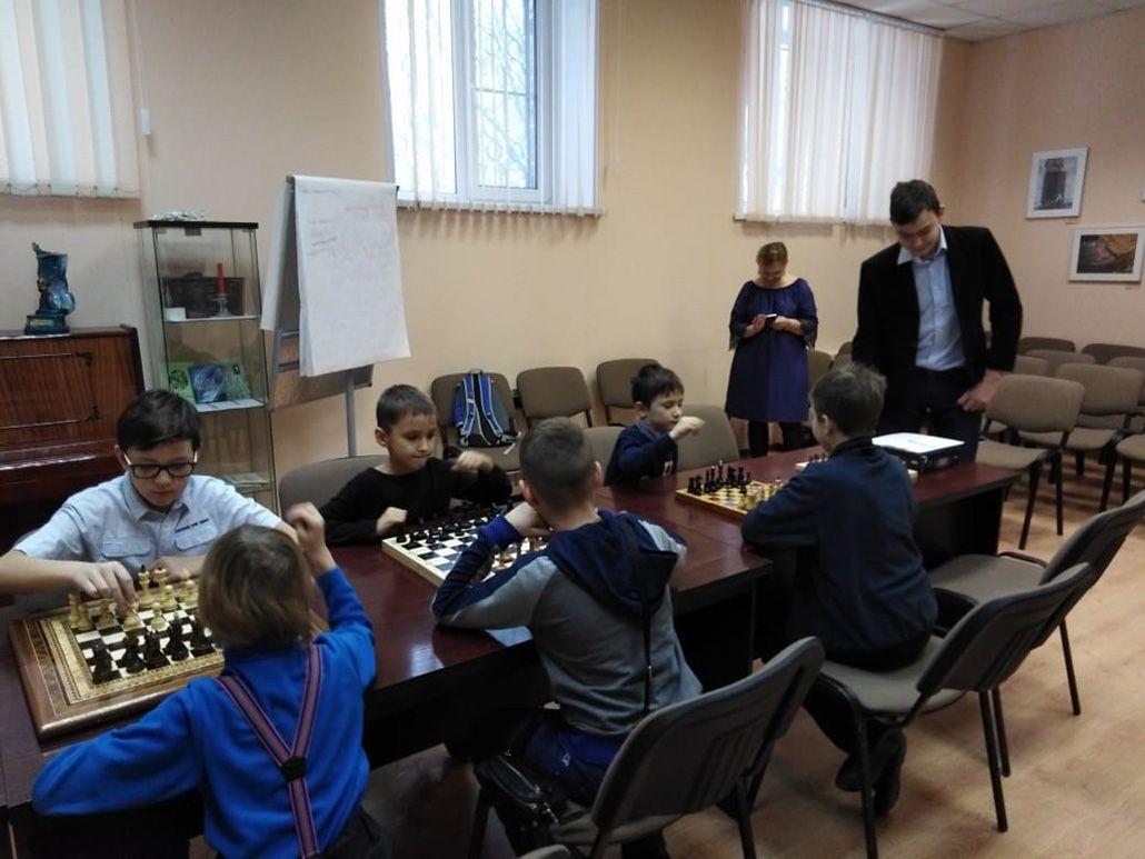 Шахматный турнир под руководством Степана Павловского в Центральной библиотеке