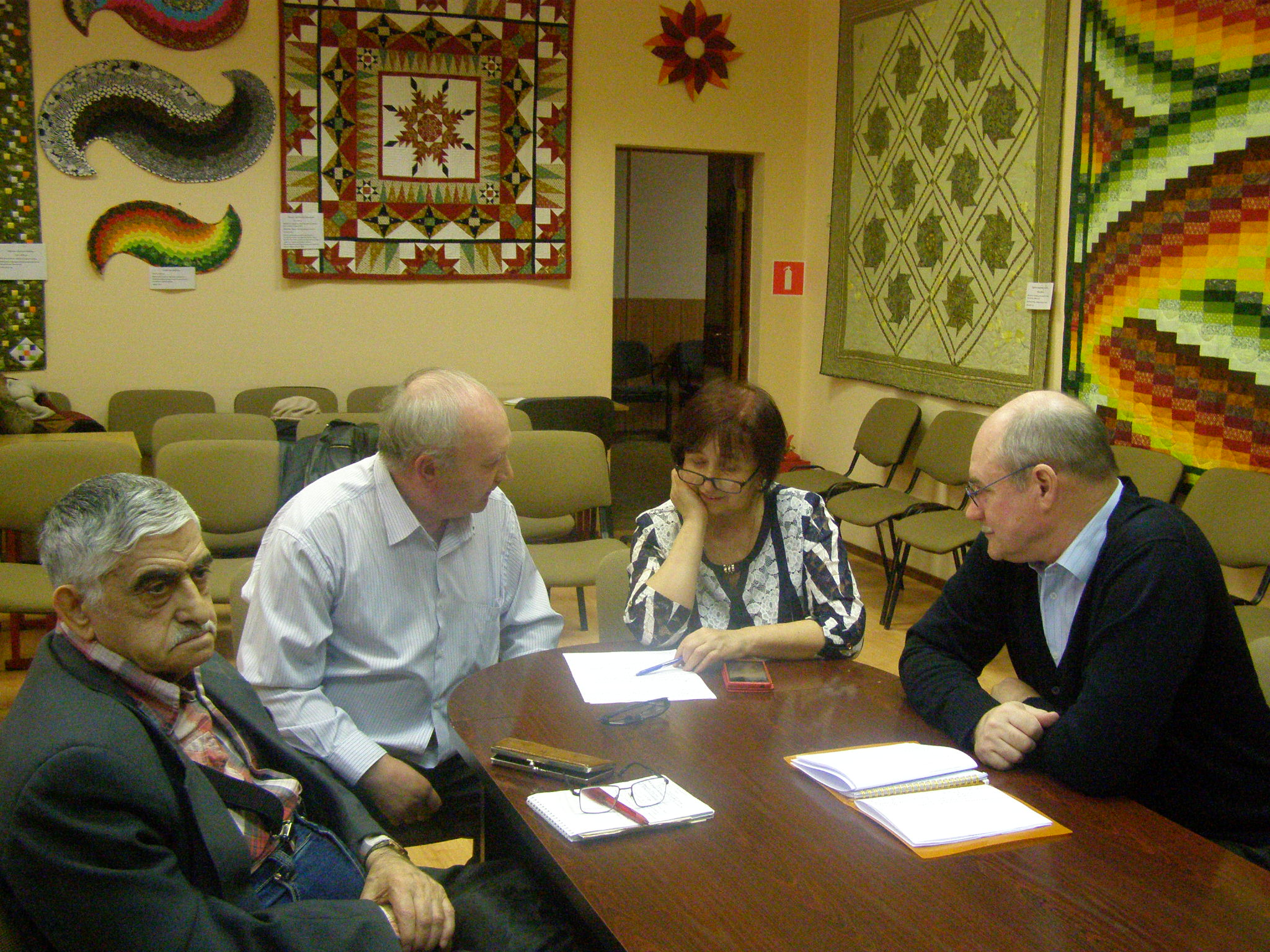 """Заседание ЛИТО \""""Ладога\"""", руководитель В. Кузнецов. Присутствовало 10 человек."""
