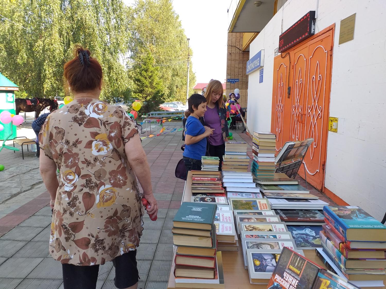 День Города. Большой буккроссинг -библиотека мкрн Луговая-5