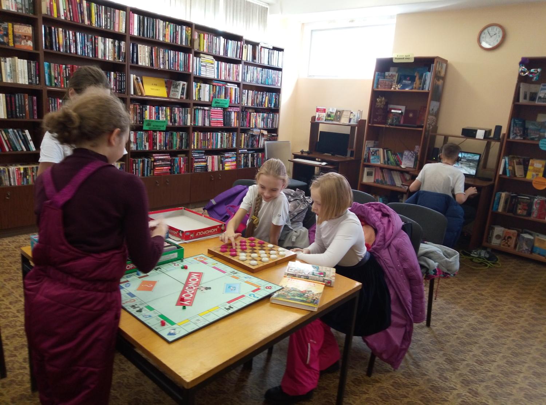 """Игротека в библиотеке - библиотека №5 мкрн.\""""Южный\""""-2"""