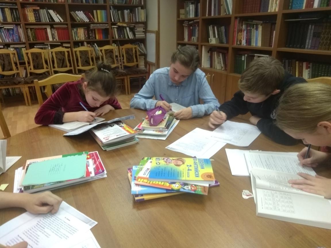 Учебно-творческое занятие группы воскресной школы храма блж. Матроны Московской-6