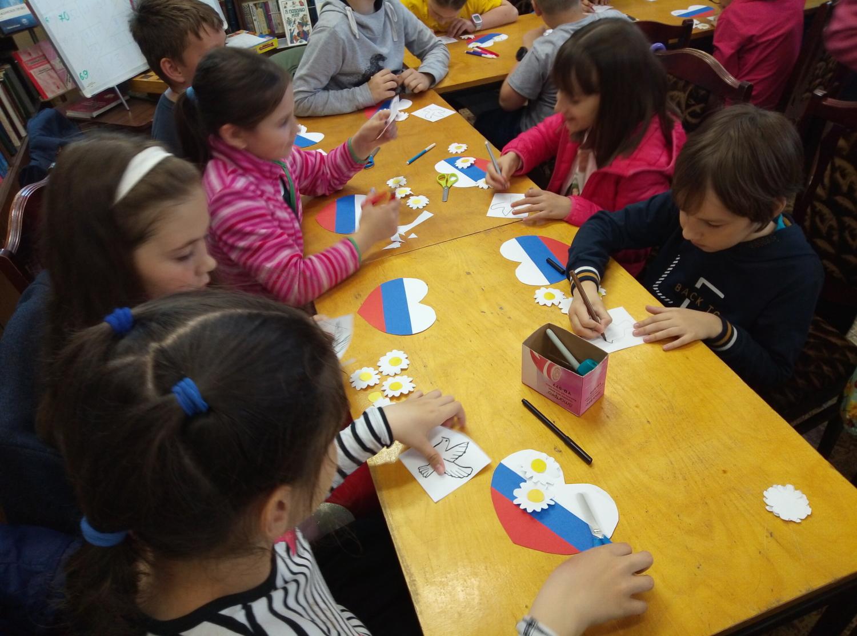 «Наш дом - Россия!» - мастер-класс по изготовлению открытки к Дню России-3