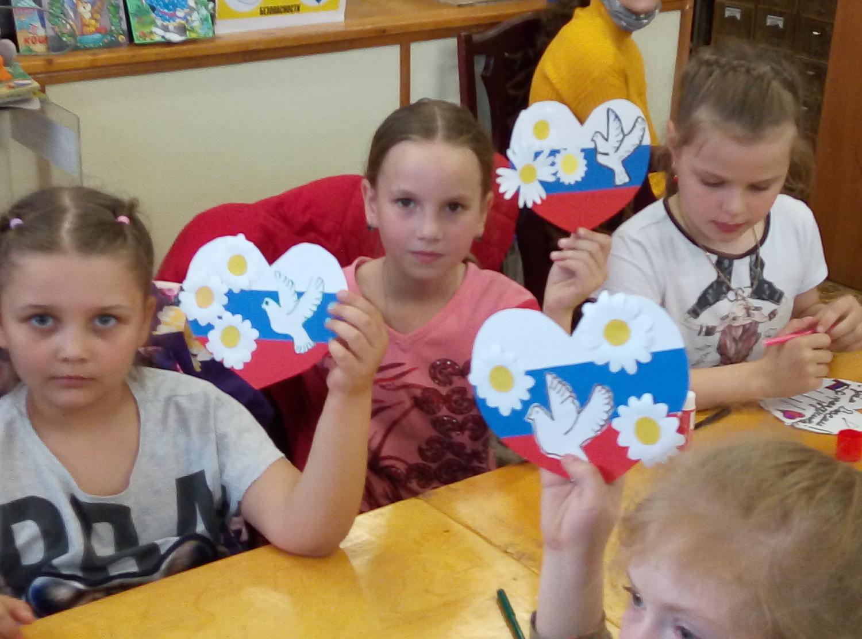 «Наш дом - Россия!» - мастер-класс по изготовлению открытки к Дню России-6